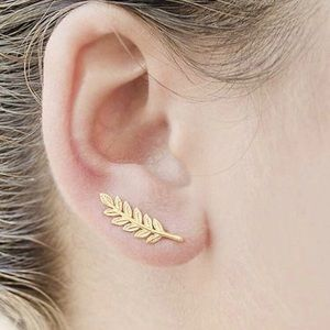 💕NEW🔥 Gold vine earclimber earrings.